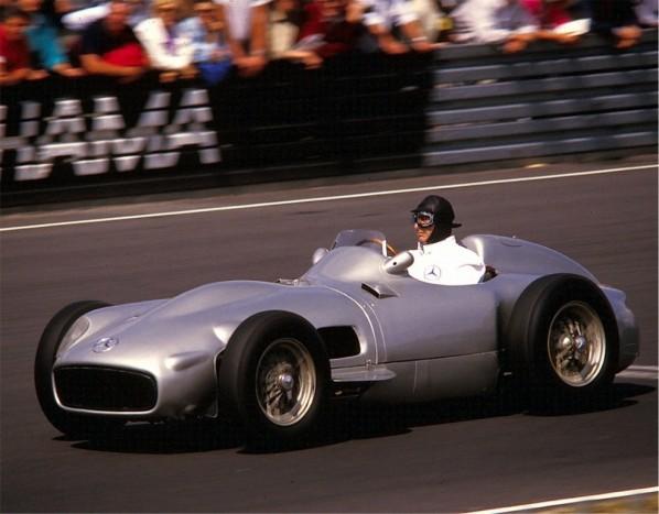 Weltmeister Fangio im Silberpfeil